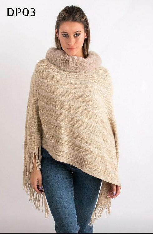 DP03 Poncho de lana con piel