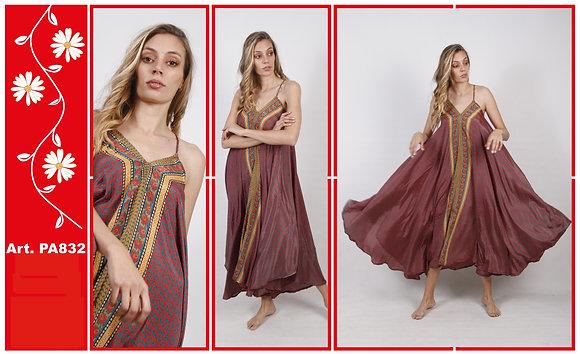PA832- Vestido amplio de seda estampada.