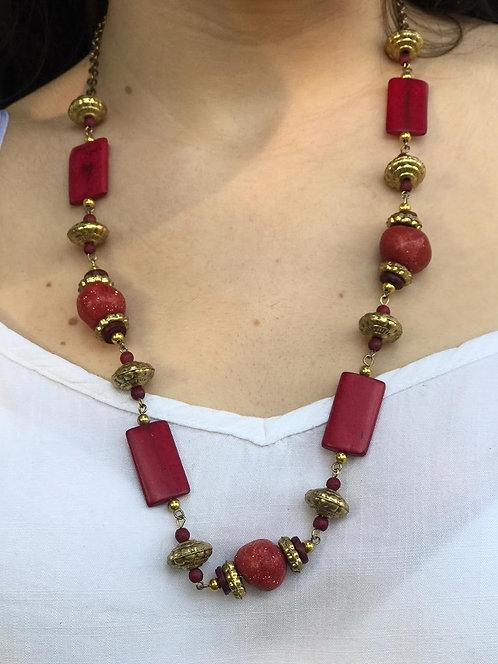 B-594 Collar con cuentas de cerámica. Coral y hueso
