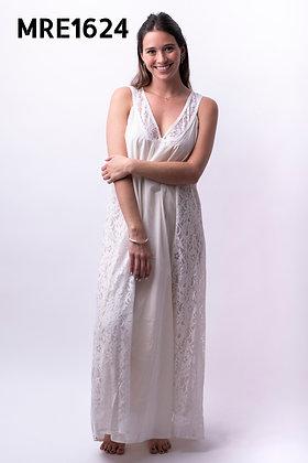 MRE1624 - Vestido largo con aplique en escote y falda