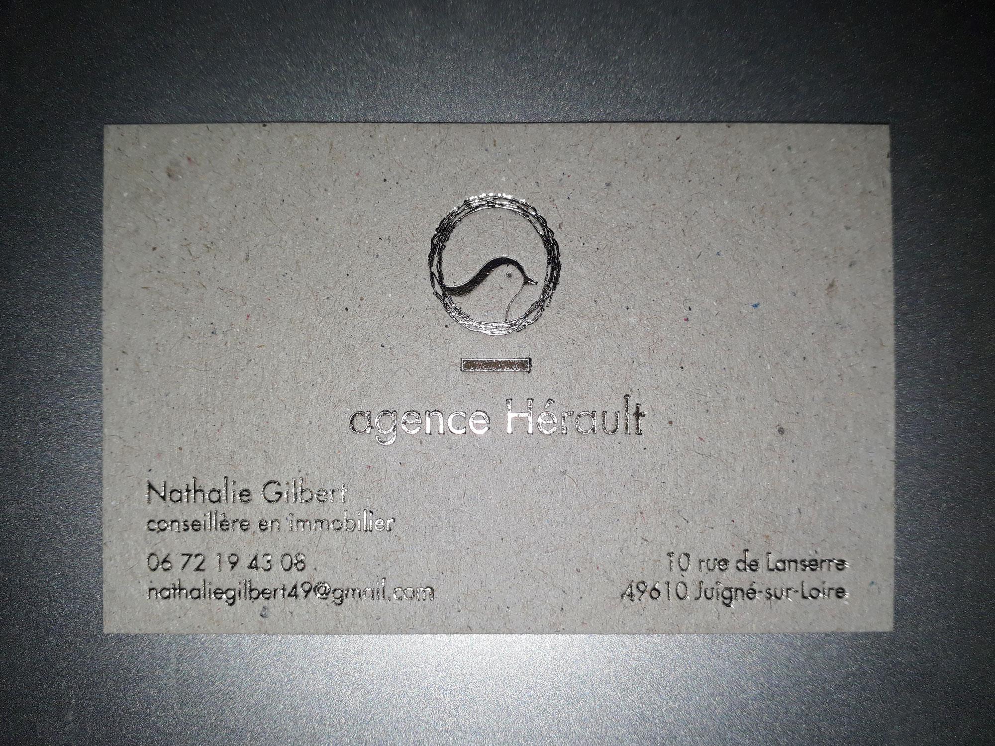 hortense-rossignol-graphiste-angers-carte-de-visite-marquage-a-chaud-or-carton-gris-3