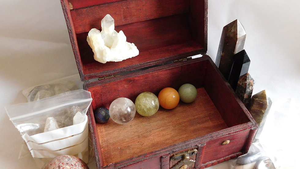 Faux Aged Wood, Leather Treasure Chest Trunk with 17 Crystal Specimens (1.4kg)