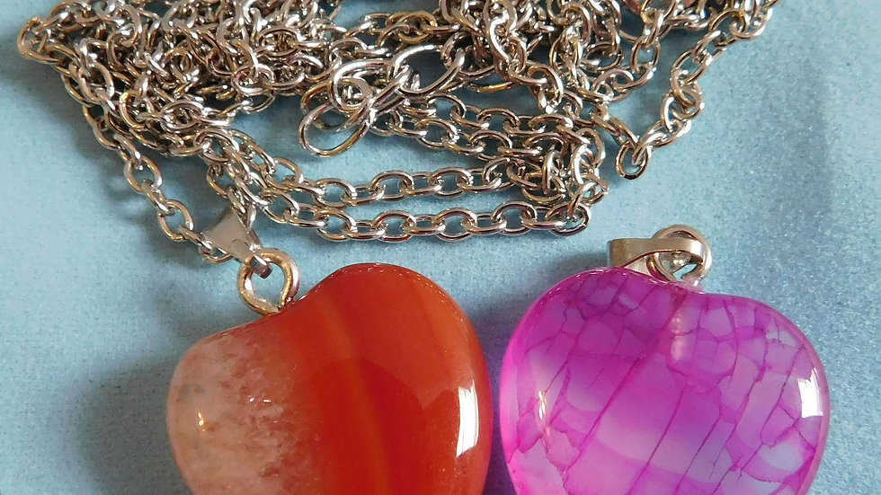 2 22mmx20mmx8mm Agate Onyx Heart Pendants in Bag with Steel Necklace