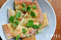 Stone_baked_flatbread_–_roasted_garlic-l