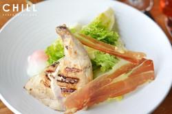 Romaine_lettuce_–_grana_padano_–_prosciu