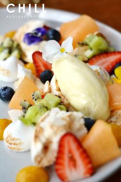 Smashed meringue – cream – melon – passi