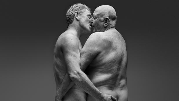Melegek az időskori szex örömeit bemutató kampányban