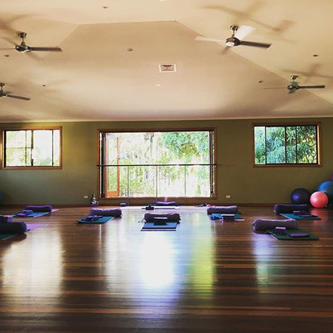 Sunset restorative feels #yoga #yogalates #pilates #bangalow #reset #restore #wellness #byronbay #stretching #movewell #strengthening #corew