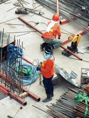 Hommes sur chantier