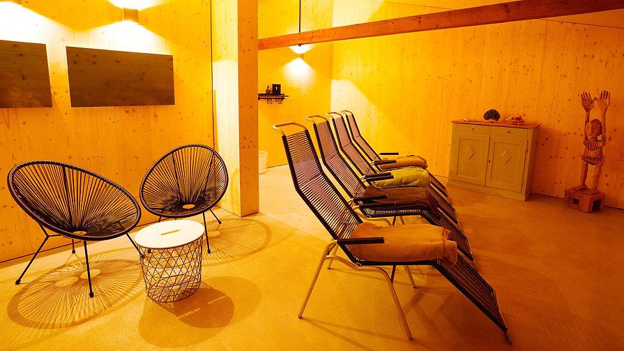 12-Sauna-Ruheraum-leer-Webseite.jpg