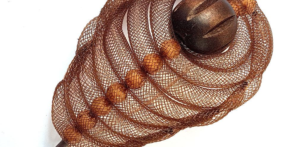 Брошь из сетки Перо коричневый