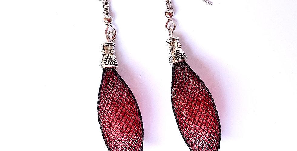 Серьги из сетки Кокон черно-красные