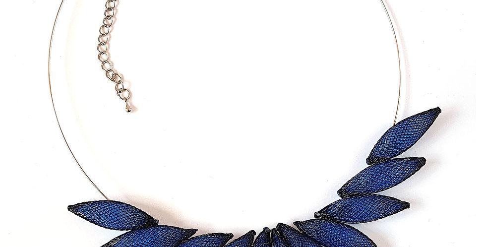 Колье из сетки Размах крыльев черно-синий