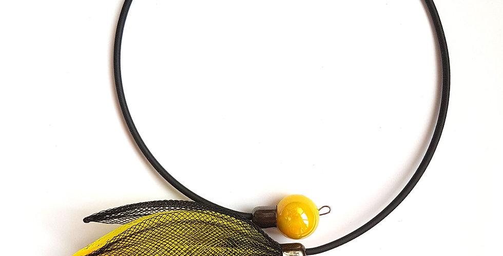 Чокер из сетки Лилия черно-желтый
