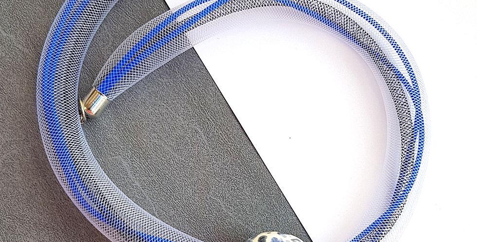 Колье из белой сетки с синей керамической бусиной Соло