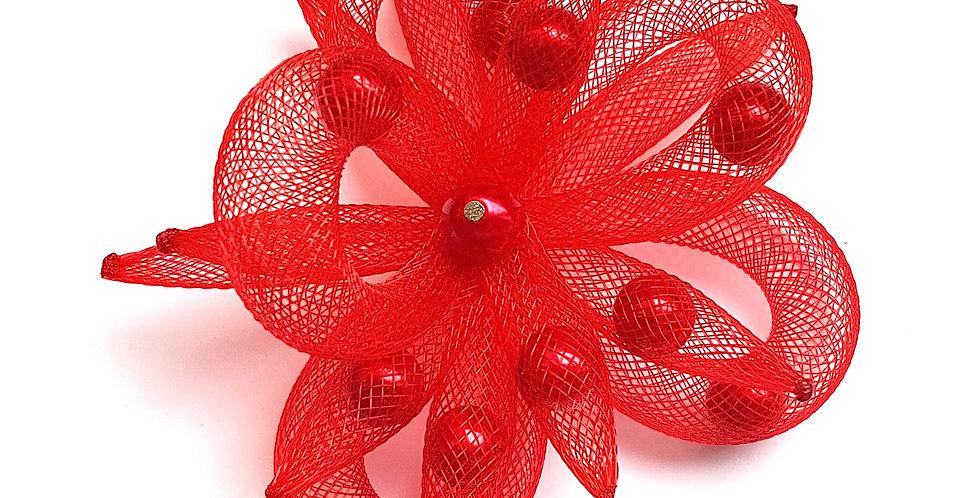 Брошь из сетки Красный цветок