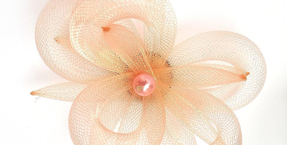 Брошь из сетки Персиковый цветок