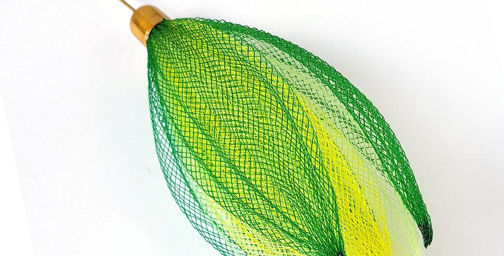 Брошь-игла из сетки Лилия зелено-желтый