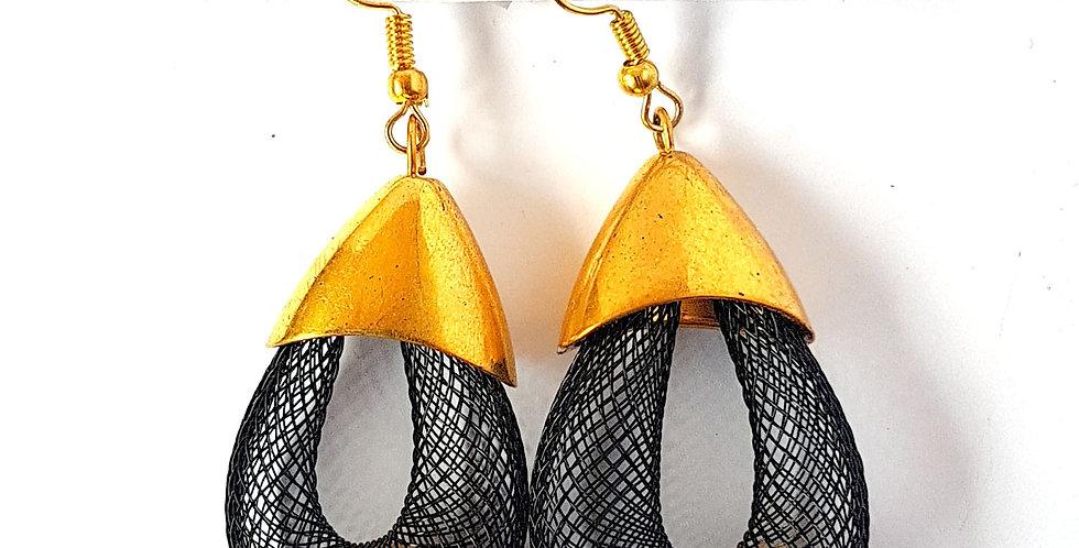 Серьги Удачный улов черные с золотистой бусиной под золото