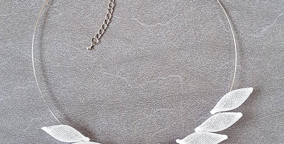 Колье из сетки Размах крыльев белый