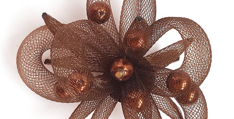 Брошь из сетки Темно-коричневый цветок