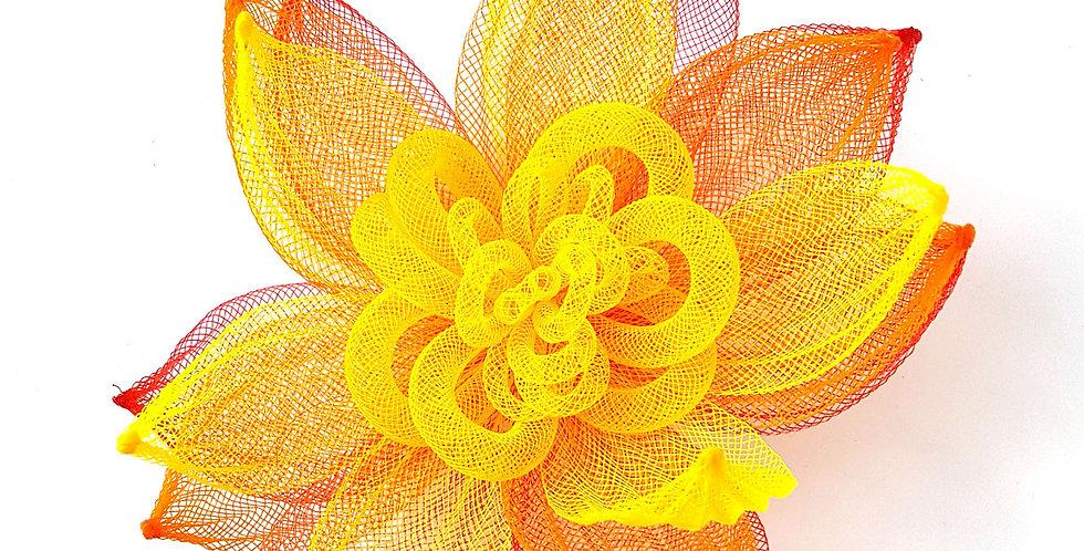 Брошь из сетки Большой цветок красно-желтая
