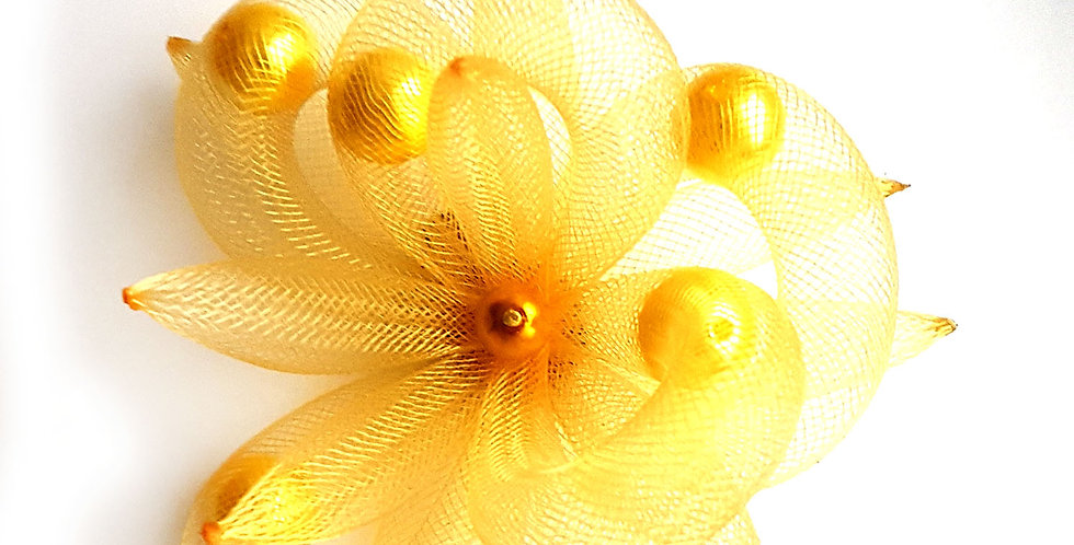 Брошь из сетки Золотистый цветок