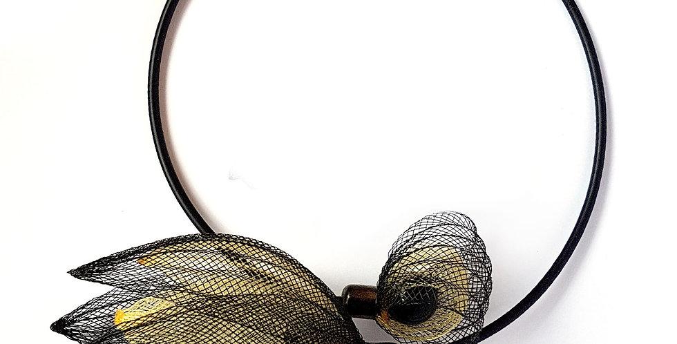 Чокер из сетки Лилия черно-золотистый