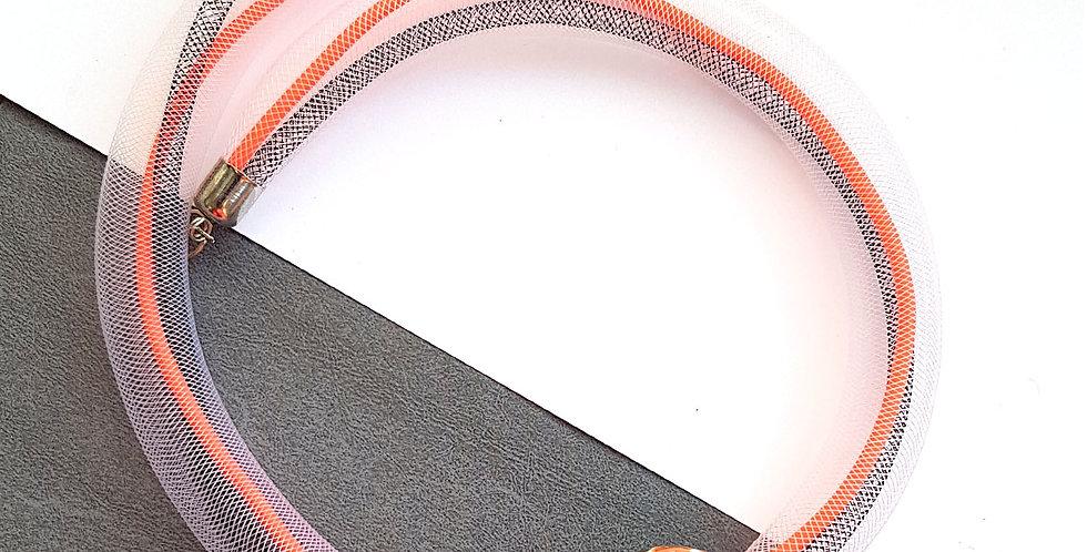 Колье из белой сетки с оранжевой керамической бусиной Соло