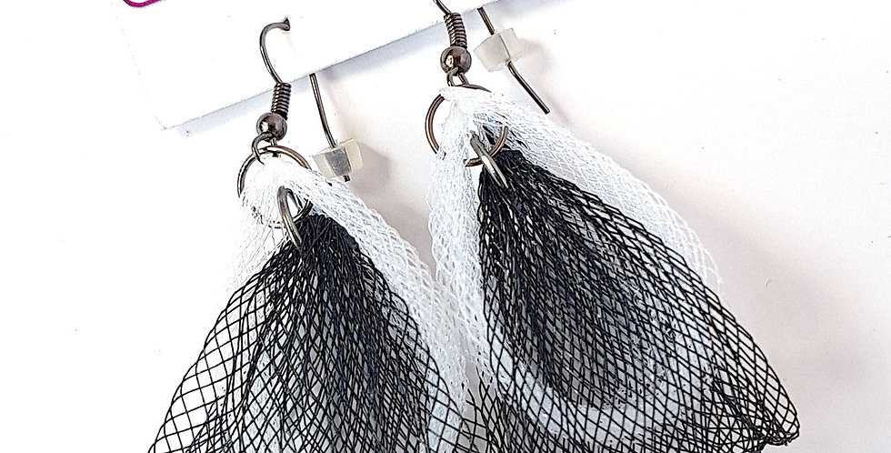Серьги из сетки Лилия двойные черно-белые