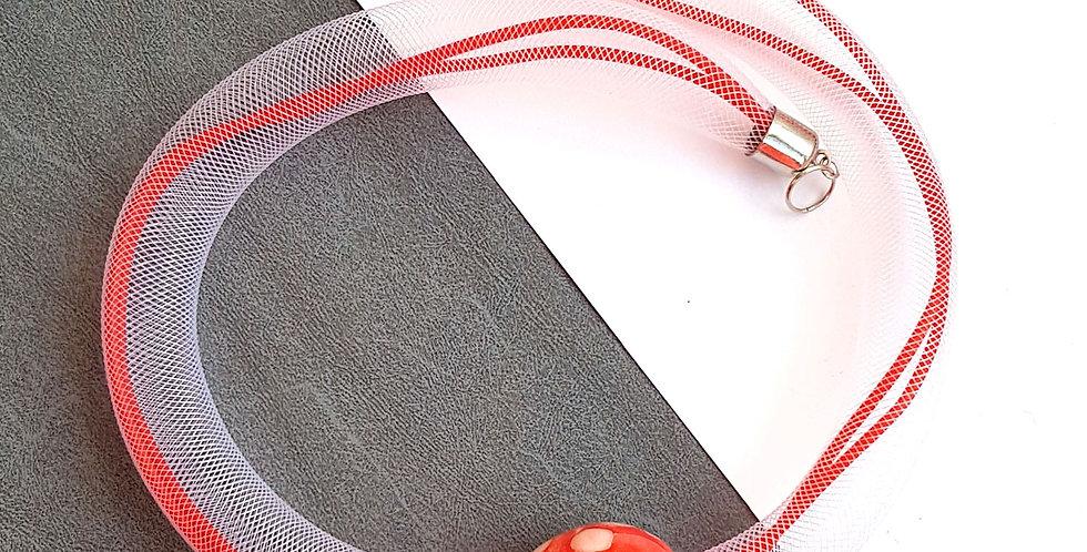 Колье из белой сетки с красной керамической бусиной Соло