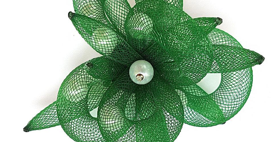 Брошь из сетки Зеленый цветок
