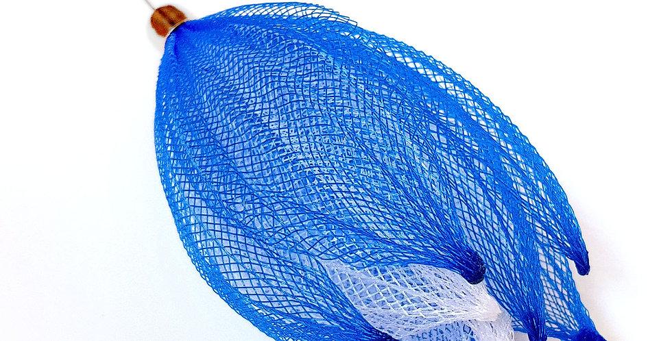 Брошь-игла из сетки Лилия сине-белая