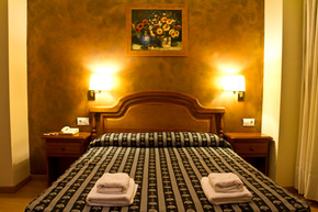 Cama doble, Double bed, grand lit