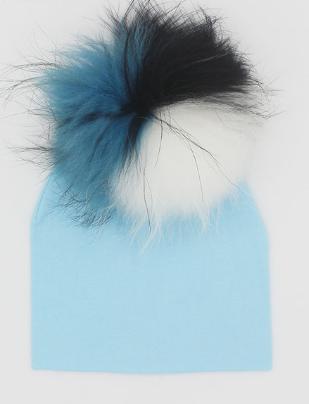 Pom Pom Hat: Designed by @yaeldilamani