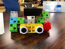 モーター付きロボット。_回転軸にどのようにブロックをつけるか考える_徒競走と相撲
