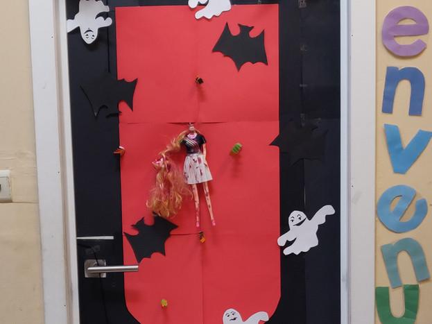 Porte Halloween Mme Saniya et Julie P5B.jpg