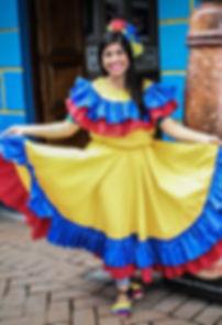 Colombiaanse in traditionele jurk Bijges