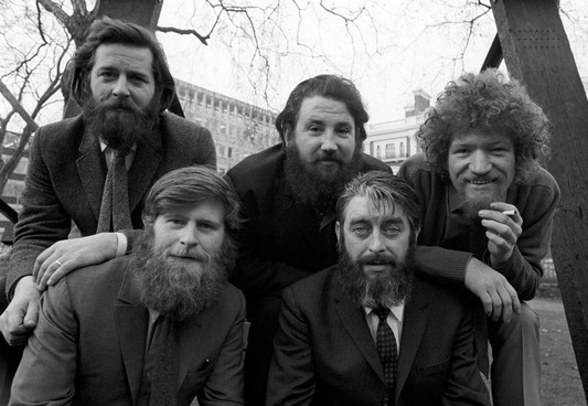 FRENCH POLICE MISTAKE THE DUBLINERS' BODY HAIR FOR BURKINIS
