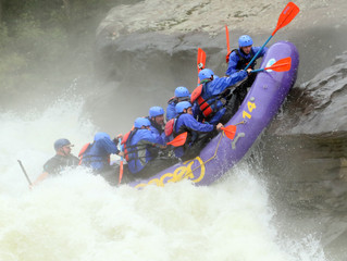 Hard Crash on Pillow Rock: Joy of Fear, White Water rafting on the New River in North Carolina