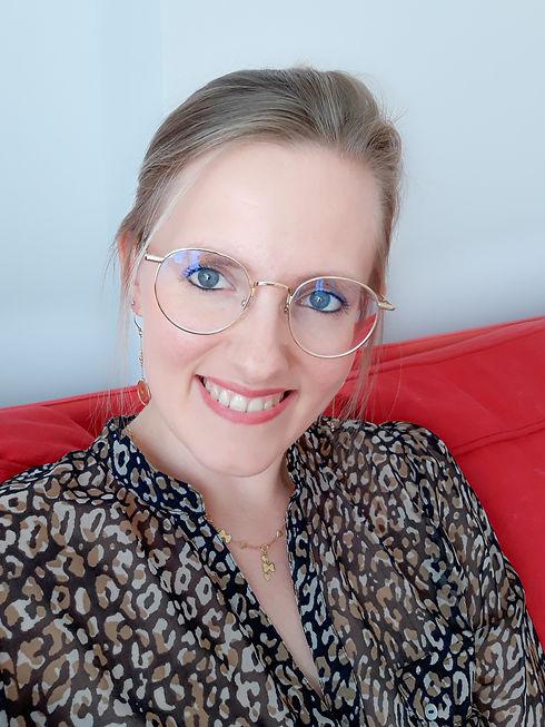 Sandra Ista, Sexologue spécialisée dans l'accompagnement psycho-sexuel, l'éducation affective, relationnelle et sexuelle. Mon travail s'adresse à toute personne en couple ou célibataire ayant des difficultés sexuelles.