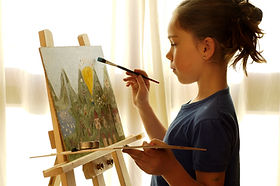 Girl painting iStock_000001910146Small.j
