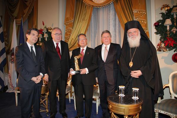Ο Ευθύμιος Μητρόπουλος στην Αθήνα για να παραλάβει το Βραβείο ΝΙΚΗ 2010