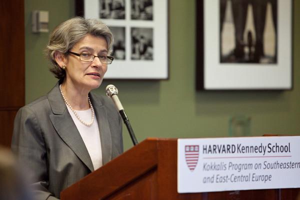Η Επικεφαλής της UNESCO δίνει διάλεξη για τις προκλήσεις της παγκόσμιας διακυβέρνησης στο Πανεπιστήμ