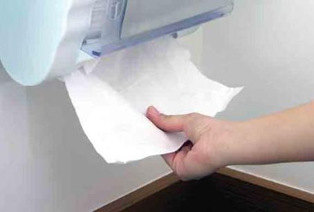 Secagem de mãos com papel toalha ou secador elétrico: qual é mais segura?