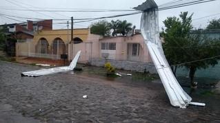 Pelo menos 15 municípios sofrem com estragos da chuva no RS