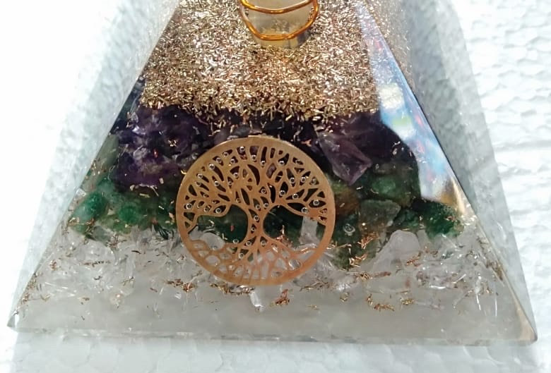 Amthyst Green Crystal Orgone Pyramid