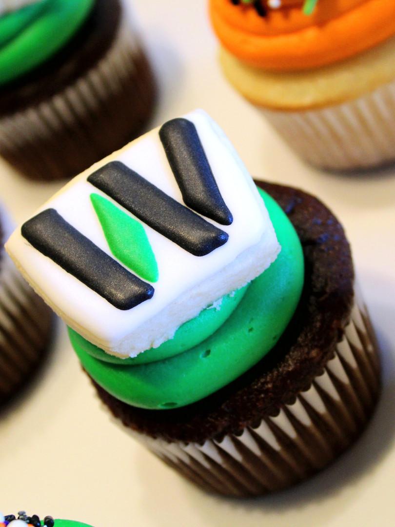 W CPA Logo Cupcakes
