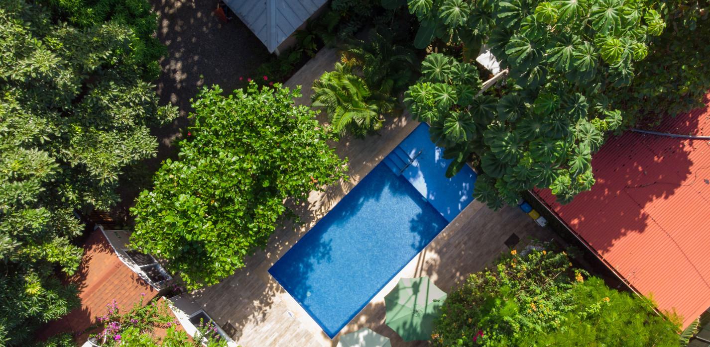 Panorámica del área de piscina