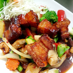 P5 Crispy Pork Belly with Cashewnuts